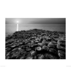 Felsformation in Schwarz und Weiß Art Print Dennis Frates 60x80cm